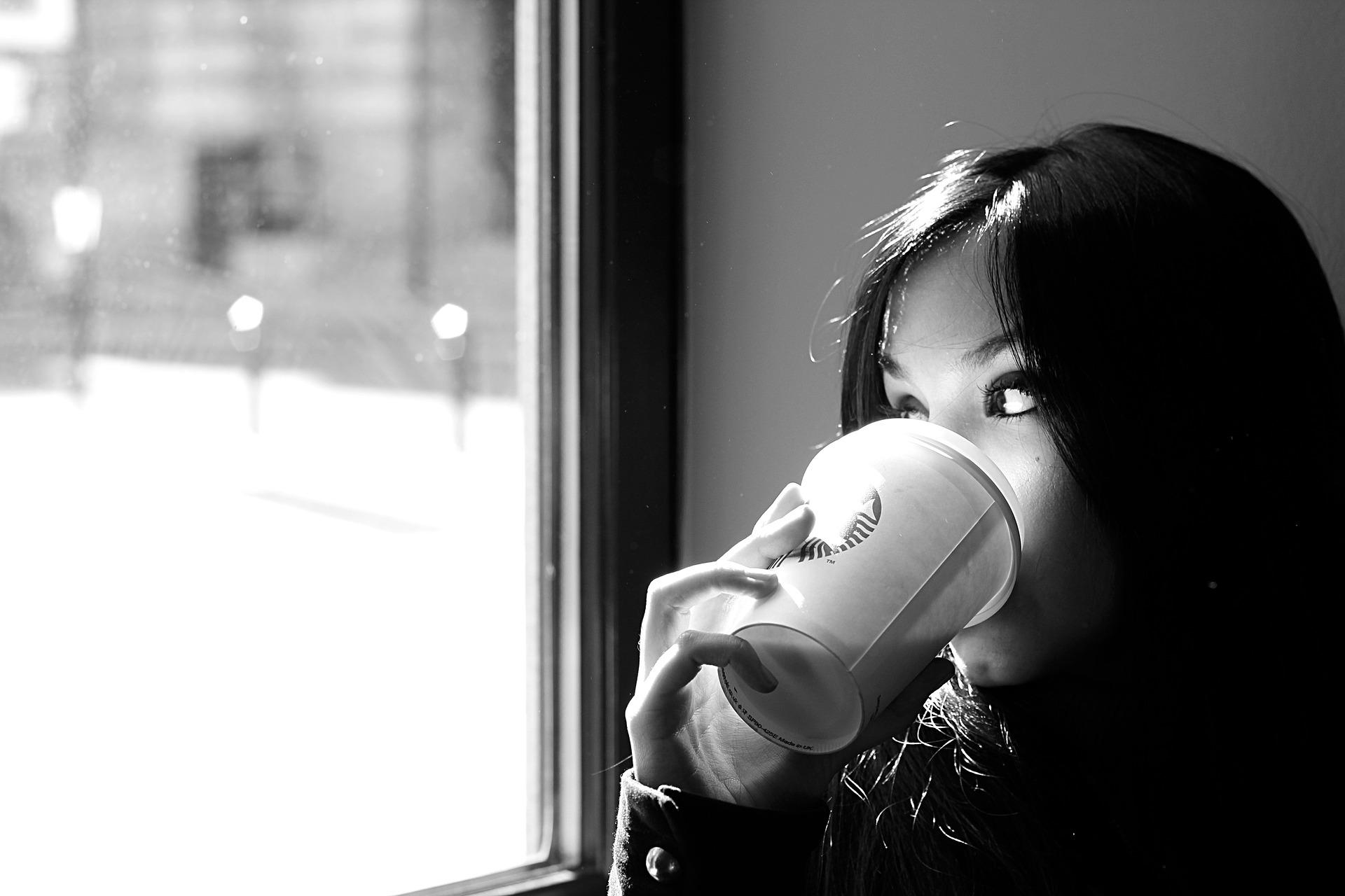 女性, コーヒー, ドリンク, 外観, 思考, 憂鬱, 黒と白の - HD の壁紙 - 教授-falken.com