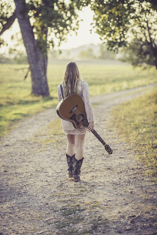 女性, ギター, フィールド, 道路, トレイル, ブーツ, ドレス - HD の壁紙 - 教授-falken.com